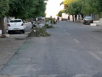 Lixo toma conta das ruas de Patos e moradores reclamam falta de coleta