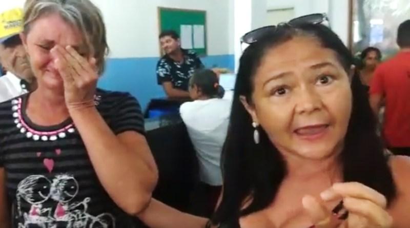 Emocionante: Pacientes choram na fila a espera de atendimento médico em Patos. Veja o vídeo