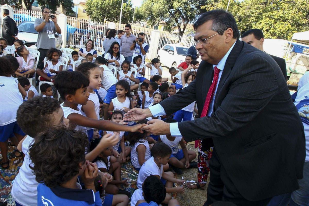 Comunista, Flávio Dino anuncia novo piso salarial, de R$ 6,3 mil, para professores no MA
