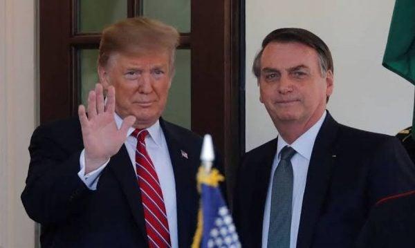 Homem morre nos EUA após tomar cloroquina, medicamento advogado por Trump e Bolsonaro
