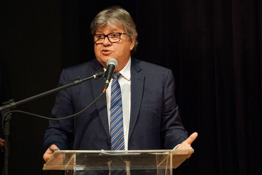 João Azevêdo anuncia prorrogação de decreto de fechamento do comércio até 3 de maio
