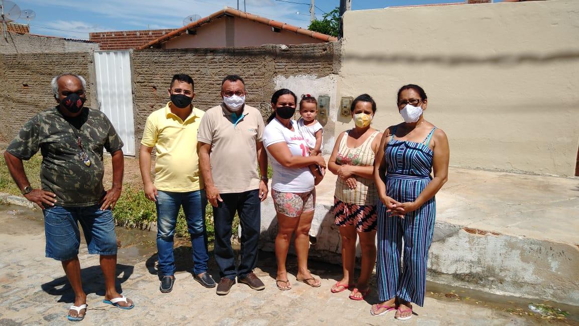 Vereador eleito Zé Gonçalves faz a luta com moradores do Conjunto Geralda Medeiros em Patos