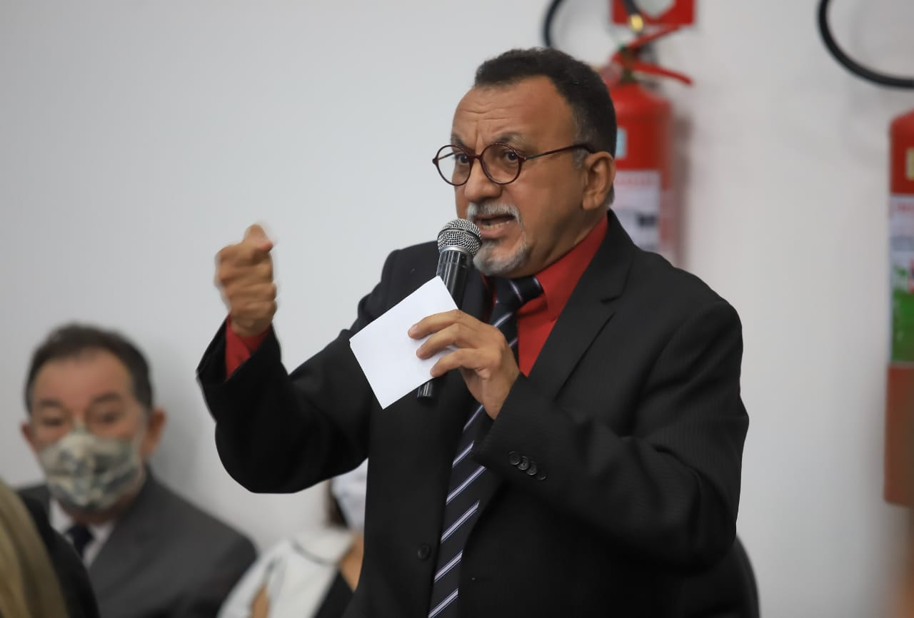 """""""Prejudicar os servidores e ironizar afirmando que o decreto é """"light"""" é um insulto"""", diz o sindicalista e vereador de Patos, Zé Gonçalves"""