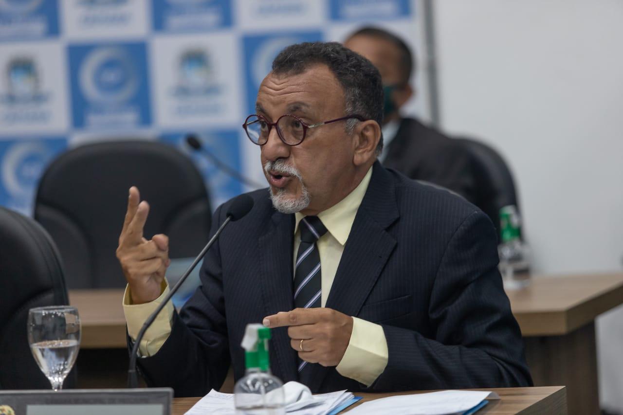 Vereador Zé Gonçalves (PT), afirma em sessão que só tem dois caminhões para recolhimento de podas de árvores em Patos