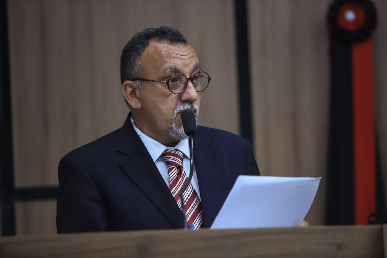 Zé Gonçalves quer dados sobre coleta de lixo, relatório de sem-teto e cadastro dos camelôs para debater soluções