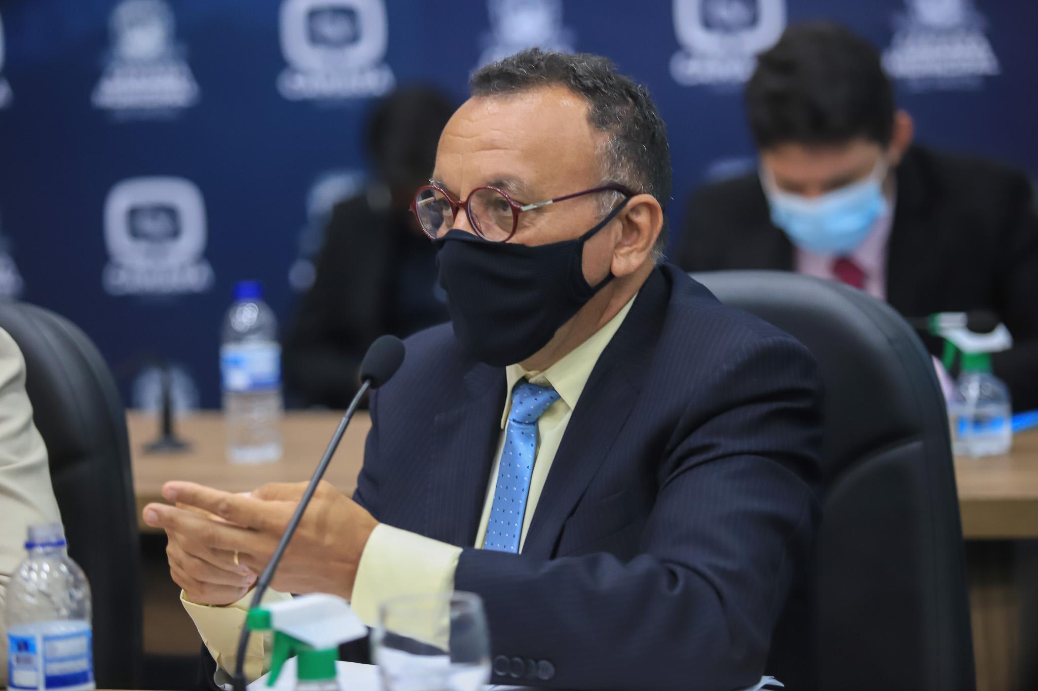 Zé Gonçalves defende auxílio emergencial para professores e convocação dos classificados do concurso e processo seletivo em Patos