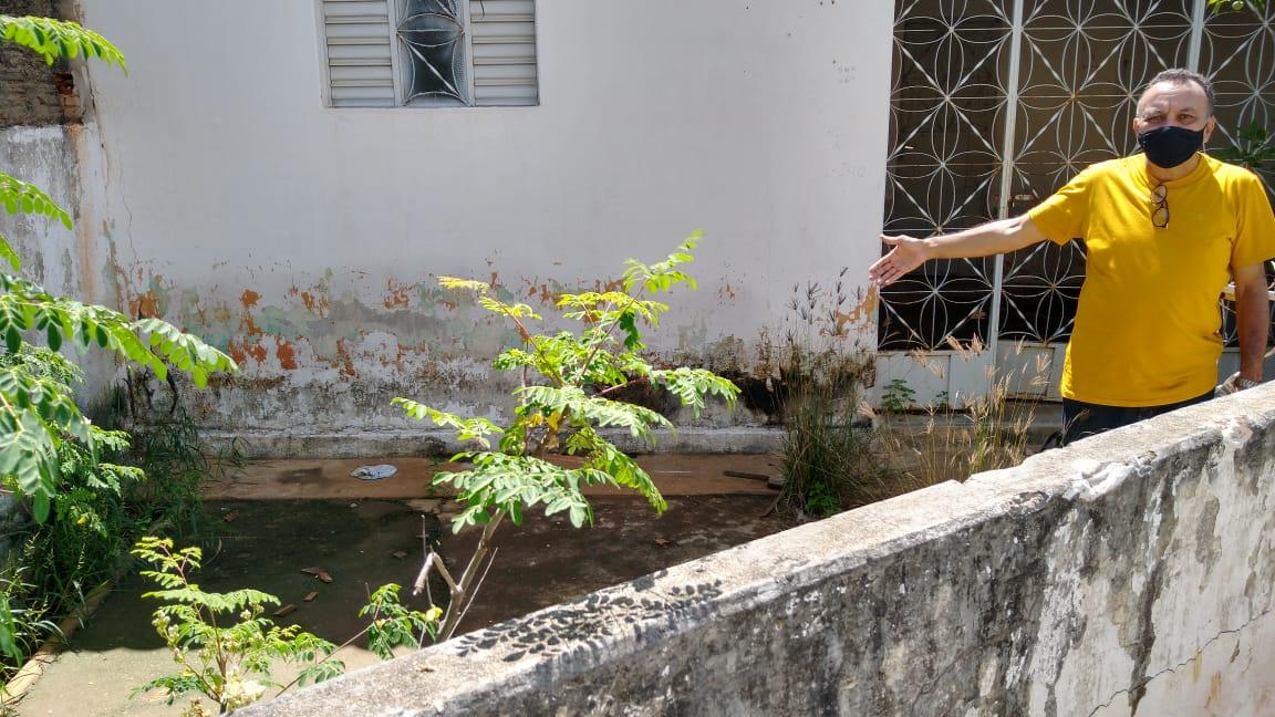 Lama, buraco e esgoto deixam moradores do Jardim Europa em dificuldades. Diz vereador Zé Gonçalves