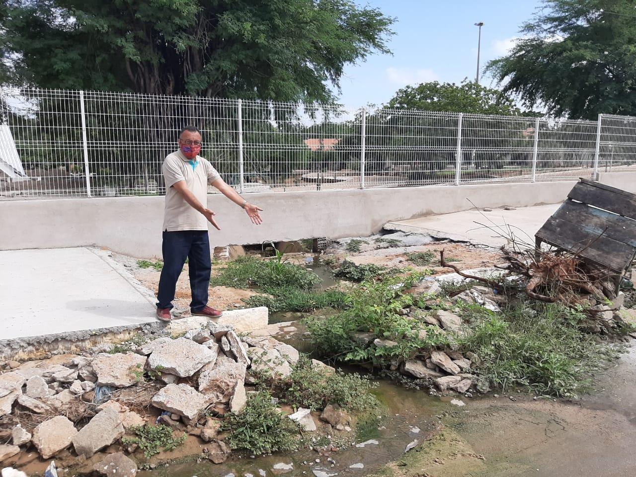Vila Mariana: mais uma galeria estourada poluindo o Parque Religioso Cruz da Menina, diz vereador Zé Gonçalves