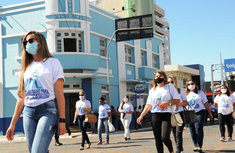 Emoção e disposição para continuar lutando marcam manifestação da enfermagem em Patos – Veja fotos!