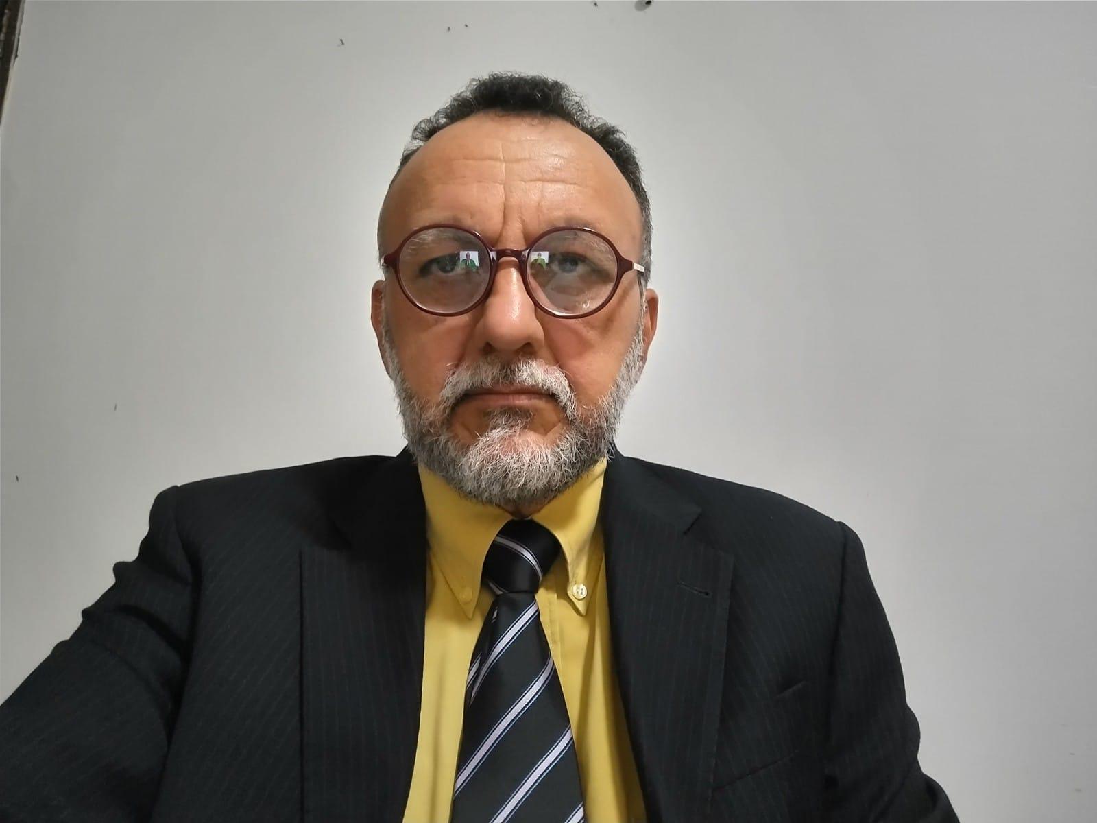 Zé Gonçalves critica aprovação da privatização dos Correios pela Câmara prejudicando os trabalhadores e o povo.
