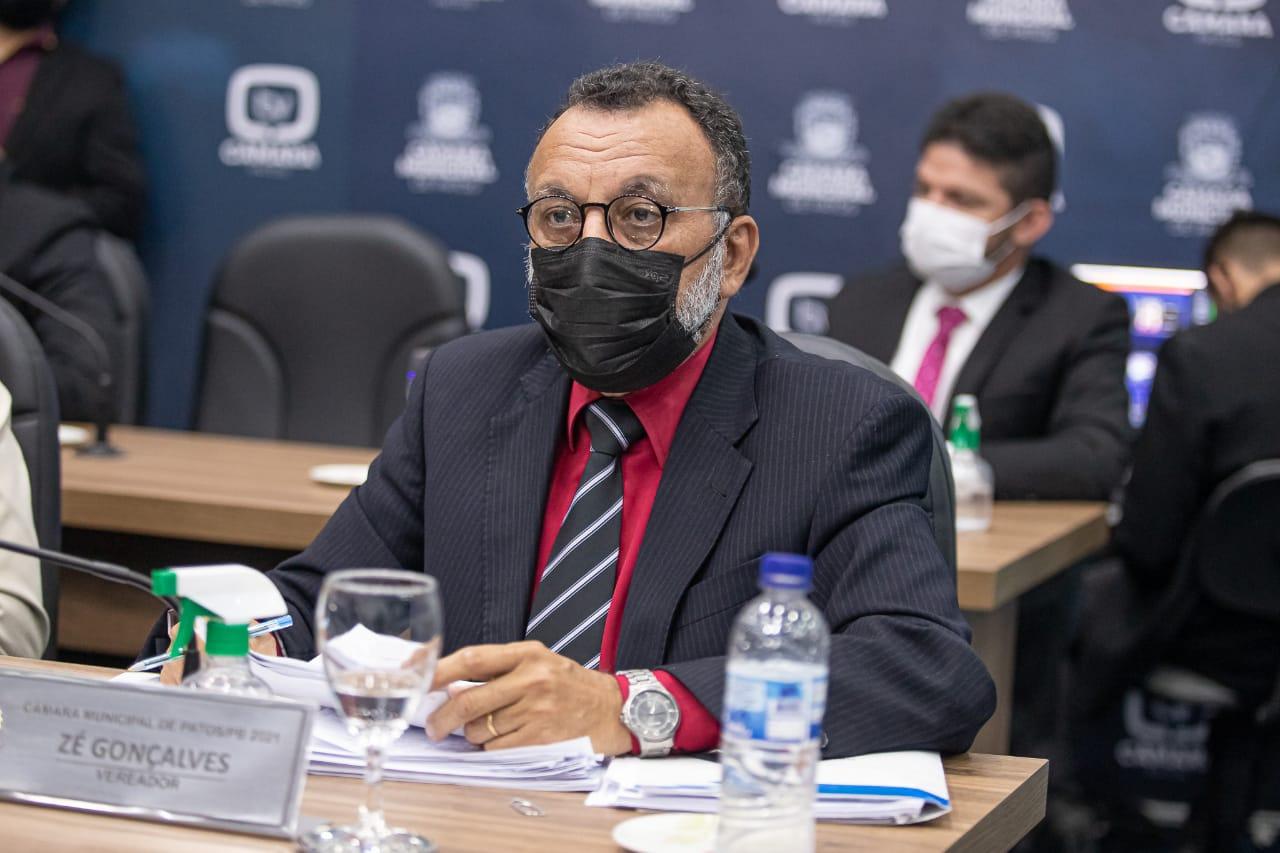 Zé Gonçalves vota a favor dos servidores e condena projeto que dá carta branca a prefeito para tributar ainda mais os servidores