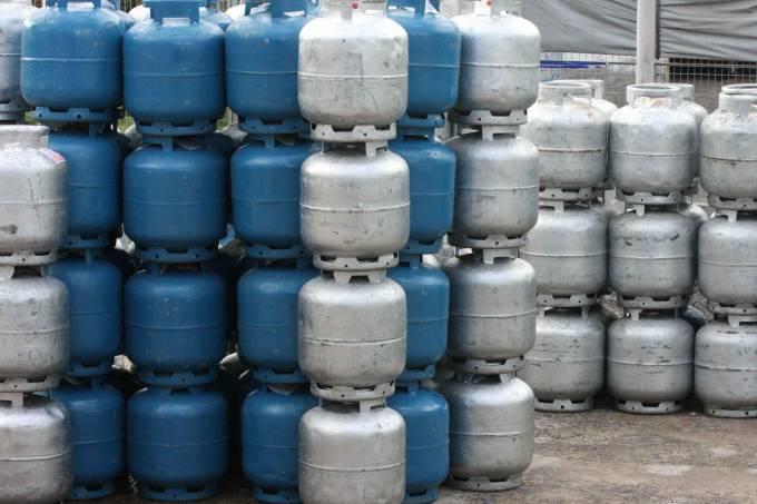 Em protesto, petroleiros vendem gás a RS 40