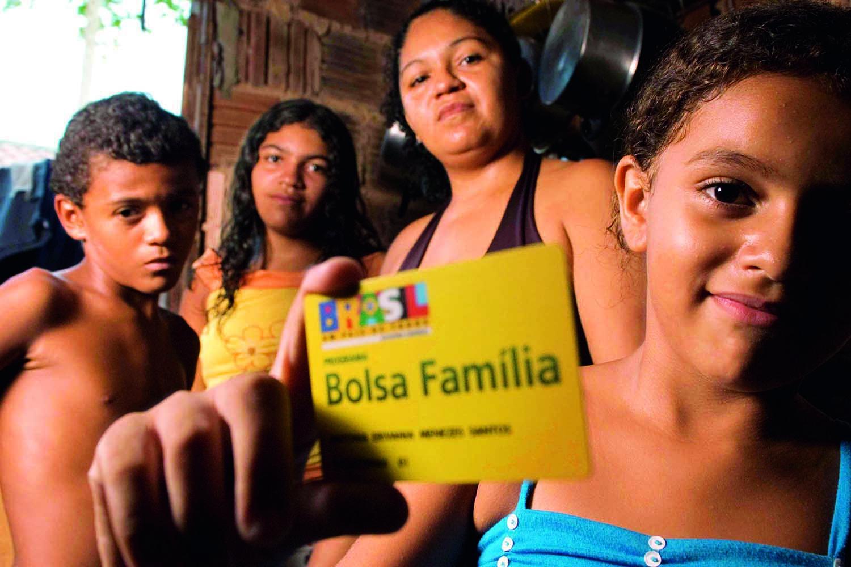 Bolsa Família: STF derrota Bolsonaro e suspende cortes no Nordeste