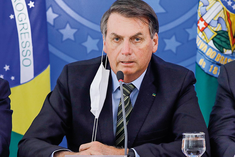 Em pronunciamento nacional, Bolsonaro ataca imprensa e volta a chamar coronavírus de gripezinha