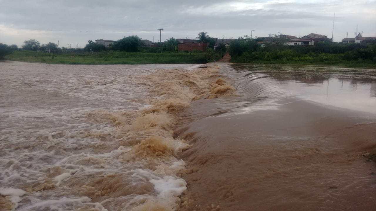 Rio Farinha tem a sua maior cheia do ano. Vídeo