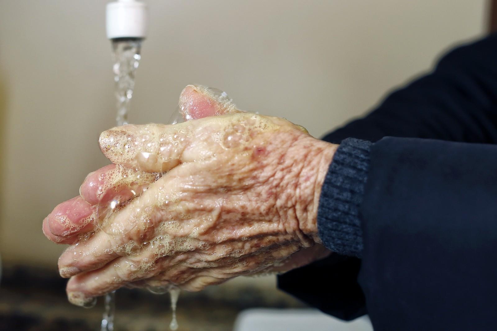 Coronavírus e desafios à prevenção: Brasil tem 31,3 milhões sem água encanada e 11,6 milhões em casas 'superlotadas'