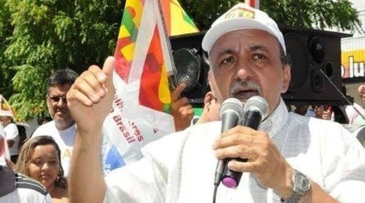 Sindicalista afirma que enquanto servidores trabalham, prefeito e vereadores de Patos aplicam o golpe.