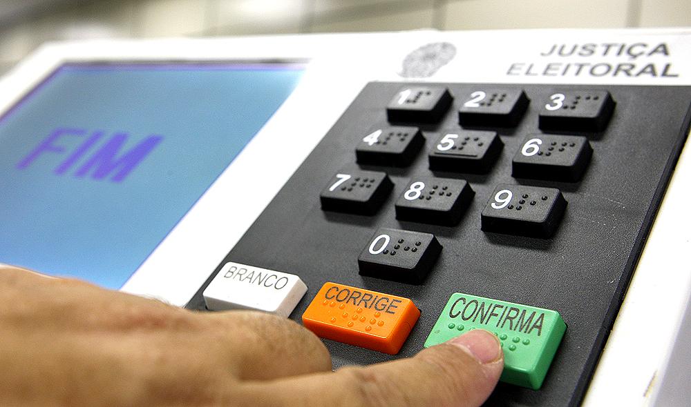 Câmara aprova adiamento das eleições para 15 e 29 de novembro