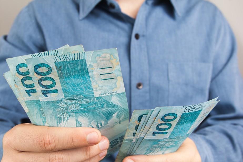 Servidores reclamam de erros no pagamento do 13° salário em Patos