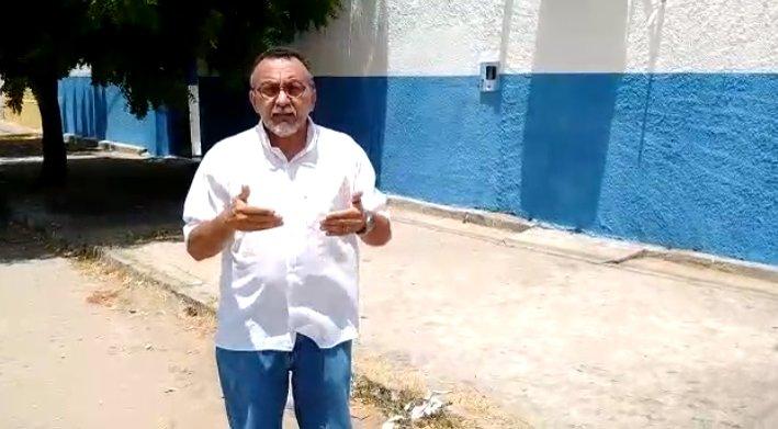 Estão colocando dejetos de frango nas calçadas de Escolas no Jatobá. Denuncia vereador Zé Gonçalves