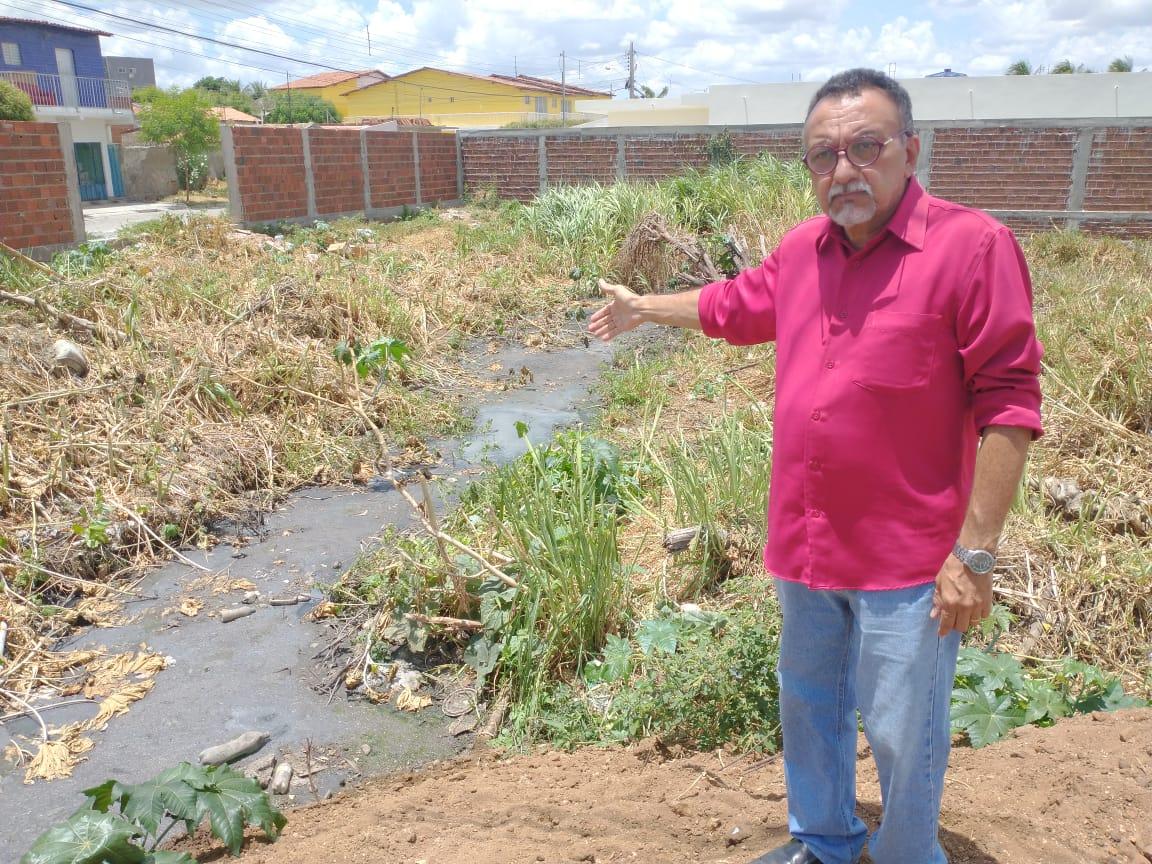 Vereador Zé Gonçalves (PT) denuncia que galeria na Rua Dino Guedes no Jatobá prejudica os moradores