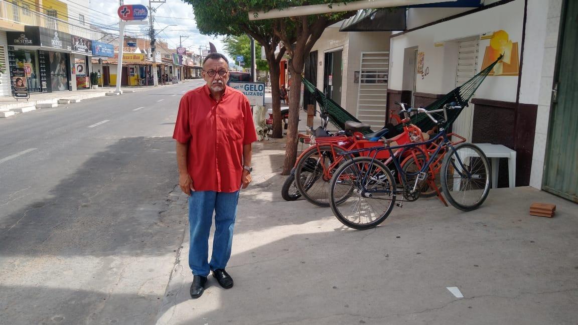 Vereador Zé Gonçalves diz que nem encolhido você consegue andar nas calçadas do Jatobá