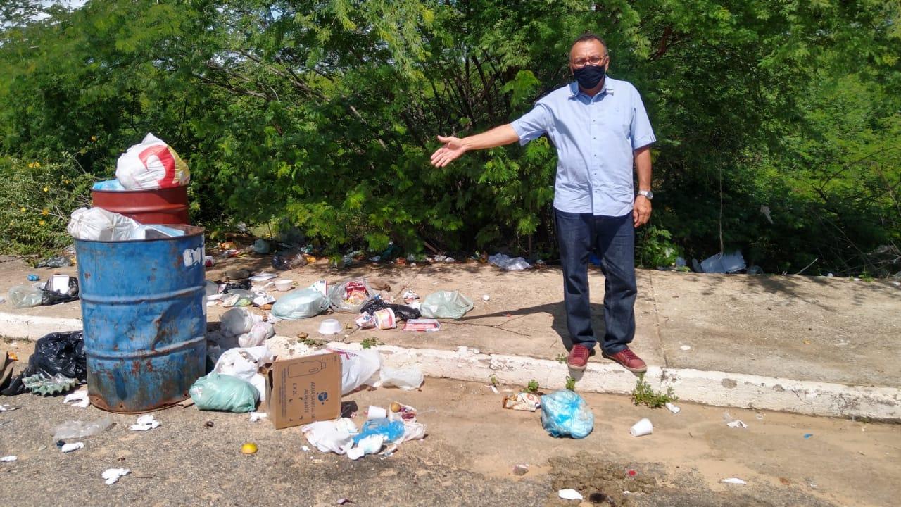 Zé Gonçalves denuncia que empresa do lixo só passa na rua principal do Bairro dos Estados