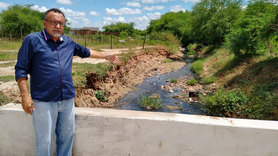 Esgotão prejudica moradores dos bairros Vitória e Vila Cavalcante. Diz vereador Zé Gonçalves