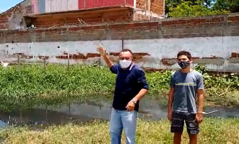 Prefeitura não resolve problema no Bairro Dona Milindra e moradores estão na lama. Denuncia vereador Zé Gonçalves