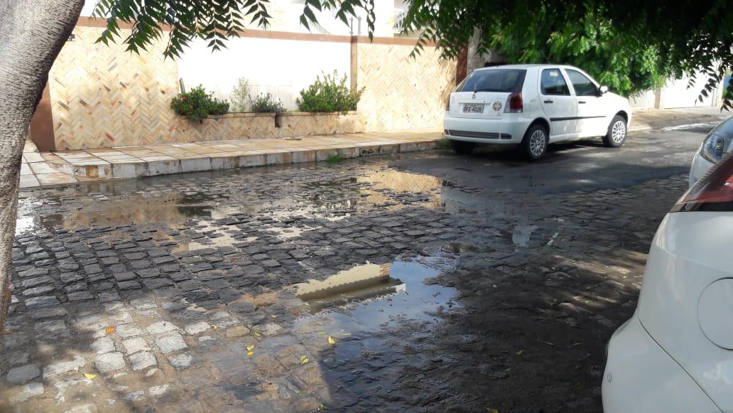Vereador Zé Gonçalves denuncia galeria estourada na Rua Miguel Satyro no Centro de Patos