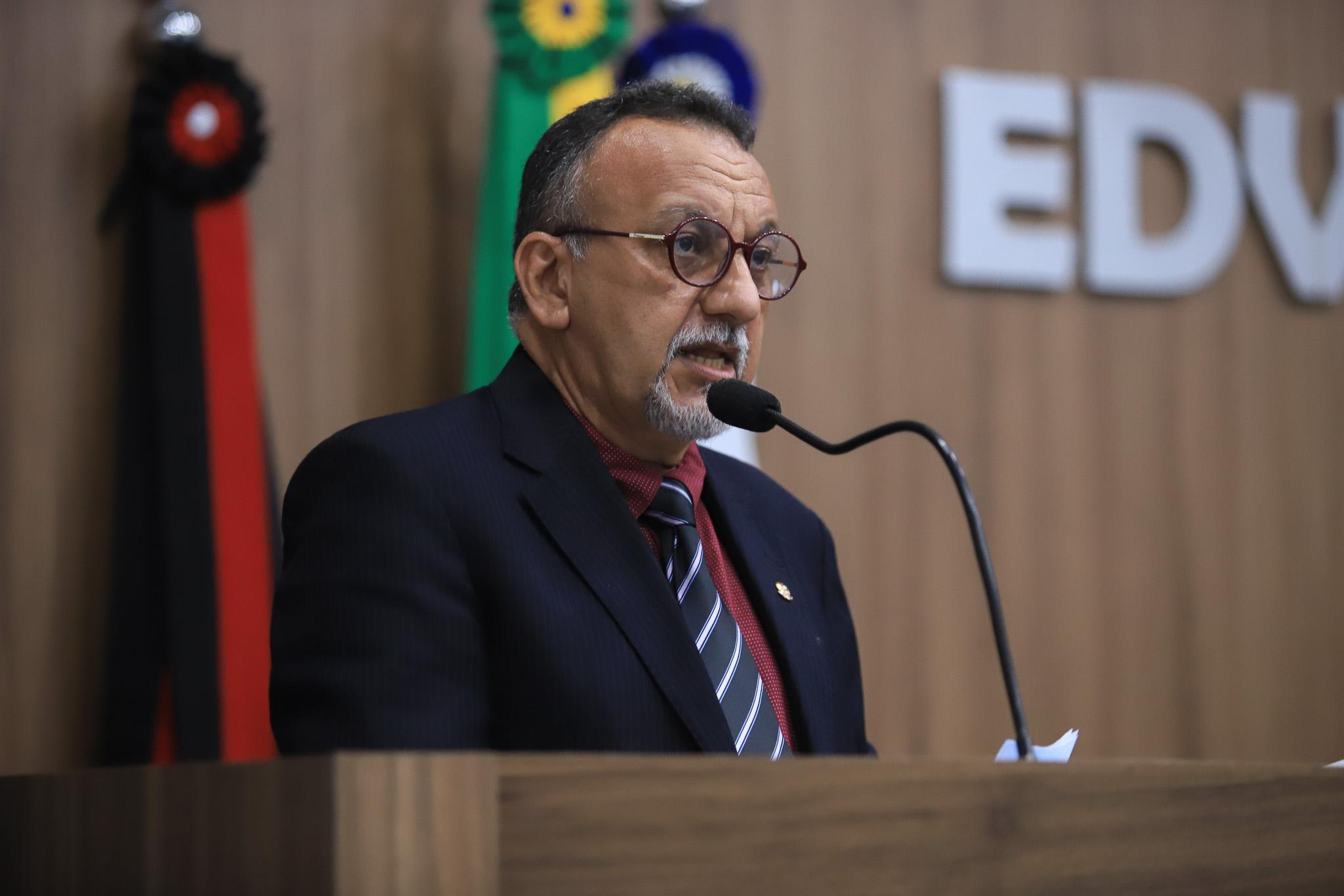 Zé Gonçalves cobra  respostas aos requerimentos  e pede respeito a Câmara e ao povo