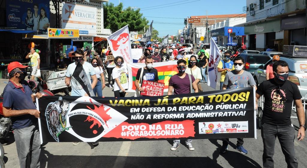 Povo sai às ruas e pede Fora Bolsonaro em pleno centro da cidade de Patos