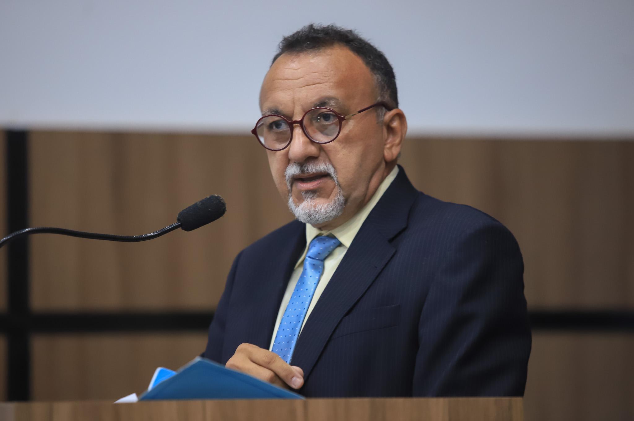 Zé Gonçalves critica Energisa por impor mudança de contador nas residências