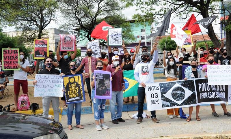 Representações cristãs, lideranças sociais e o povo se fazem presentes no ato 'Povo na Rua! Fora Bolsonaro!', em Patos