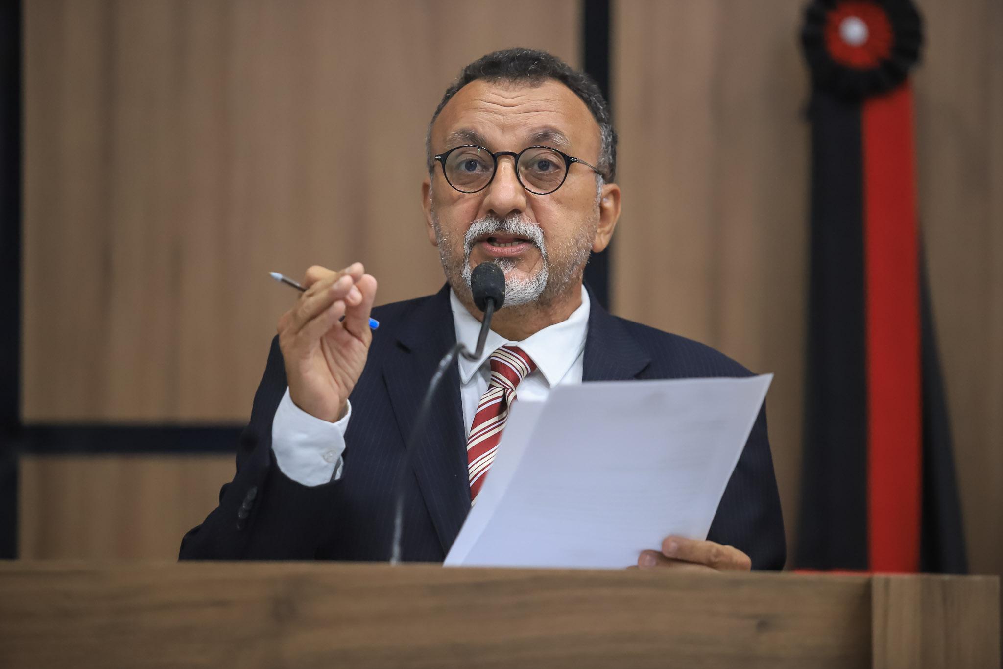 Zé Gonçalves reclama que Secretaria de Serviços Públicos não completou  trabalhos na Rua do Meio em Patos