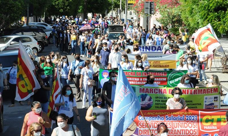 Campanha salarial dos servidores municipais é aberta com grande manifestação na cidade de Patos